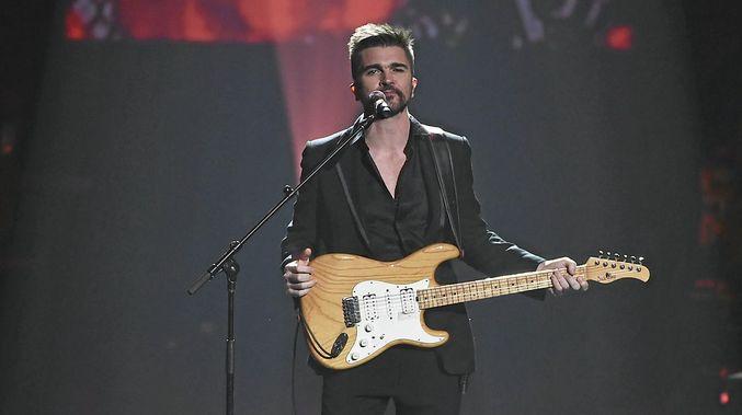 Juanes at FivePoint Amphitheatre